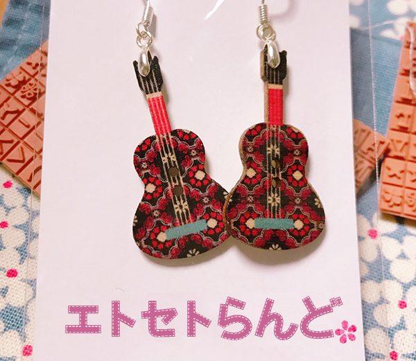 ギターのピアス ¥400